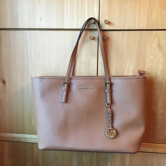 Michael Kors Handbags - Michael Kors tan jet set tote NWT